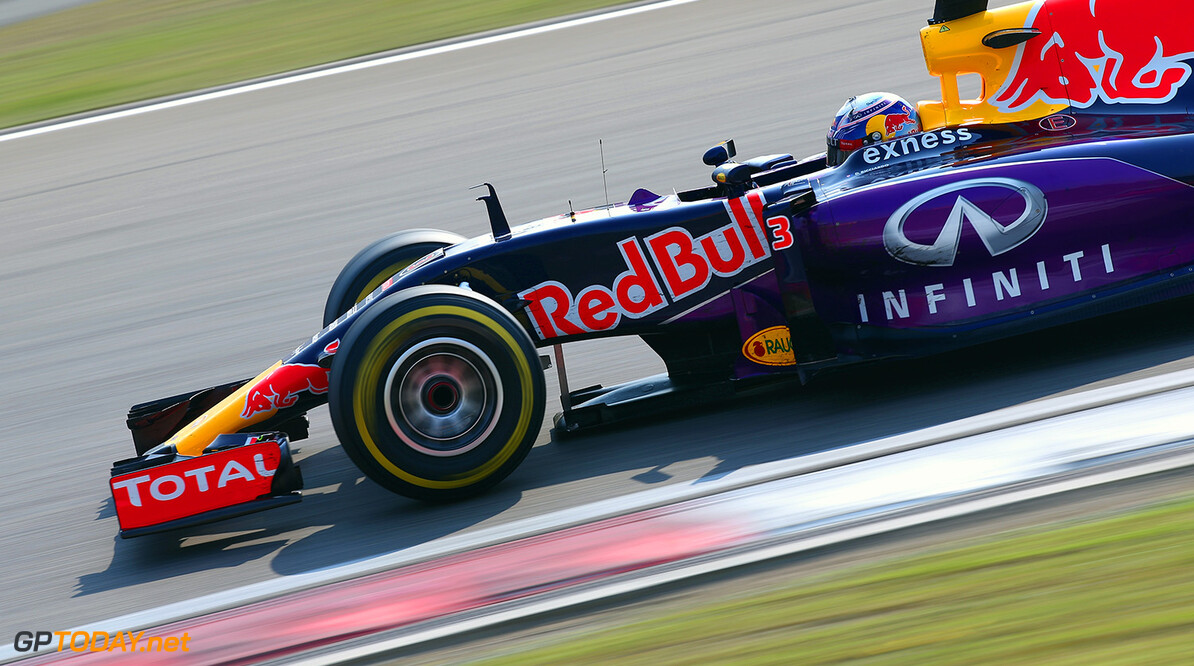 SHANGHAI, CHINA - APRIL 12:  Daniel Ricciardo of Australia and Infiniti Red Bull Racing drives during the Formula One Grand Prix of China at Shanghai International Circuit on April 12, 2015 in Shanghai, China.  (Photo by Mark Thompson/Getty Images) // Getty Images/Red Bull Content Pool // P-20150412-00110 // Usage for editorial use only // Please go to www.redbullcontentpool.com for further information. //  F1 Grand Prix of China Mark Thompson Shanghai China  P-20150412-00110