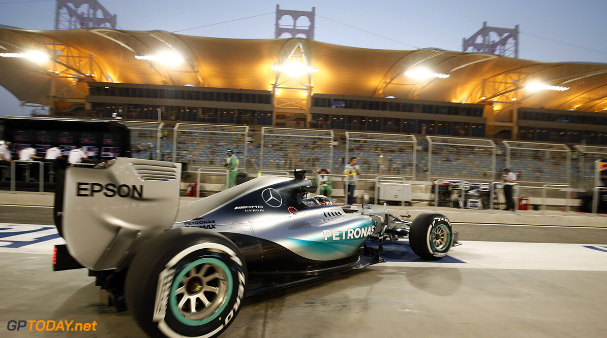 Hamilton staat ook in Bahrein op pole position