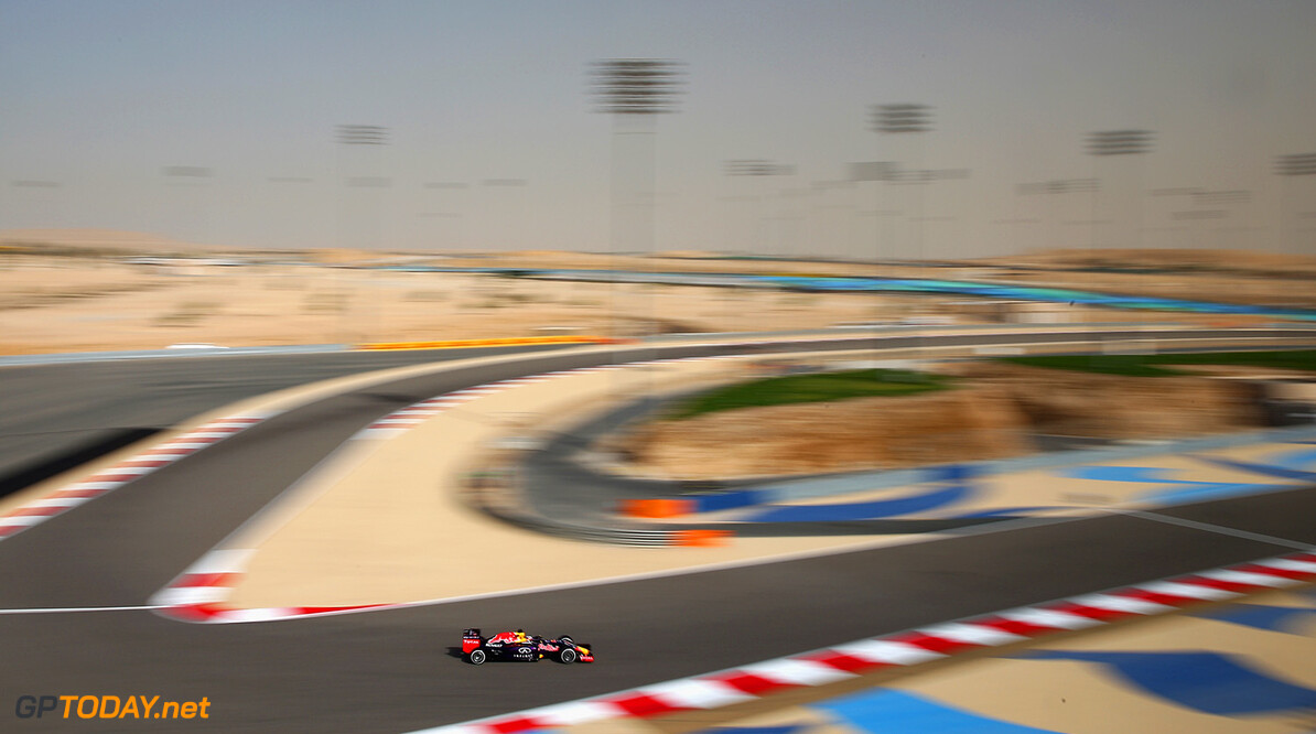 BAHRAIN, BAHRAIN - APRIL 17:  Daniel Ricciardo of Australia and Infiniti Red Bull Racing drives during practice for the Bahrain Formula One Grand Prix at Bahrain International Circuit on April 17, 2015 in Bahrain, Bahrain.  (Photo by Clive Mason/Getty Images) // Getty Images/Red Bull Content Pool // P-20150417-00264 // Usage for editorial use only // Please go to www.redbullcontentpool.com for further information. //  F1 Grand Prix of Bahrain - Practice Clive Mason As Sakhir Bahrain  P-20150417-00264