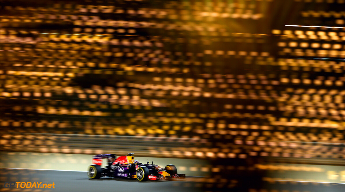 BAHRAIN, BAHRAIN - APRIL 18:  Daniel Ricciardo of Australia and Infiniti Red Bull Racing drives during qualifying for the Bahrain Formula One Grand Prix at Bahrain International Circuit on April 18, 2015 in Bahrain, Bahrain.  (Photo by Clive Mason/Getty Images) // Getty Images/Red Bull Content Pool // P-20150418-00338 // Usage for editorial use only // Please go to www.redbullcontentpool.com for further information. //  F1 Grand Prix of Bahrain - Qualifying Clive Mason As Sakhir Bahrain  P-20150418-00338