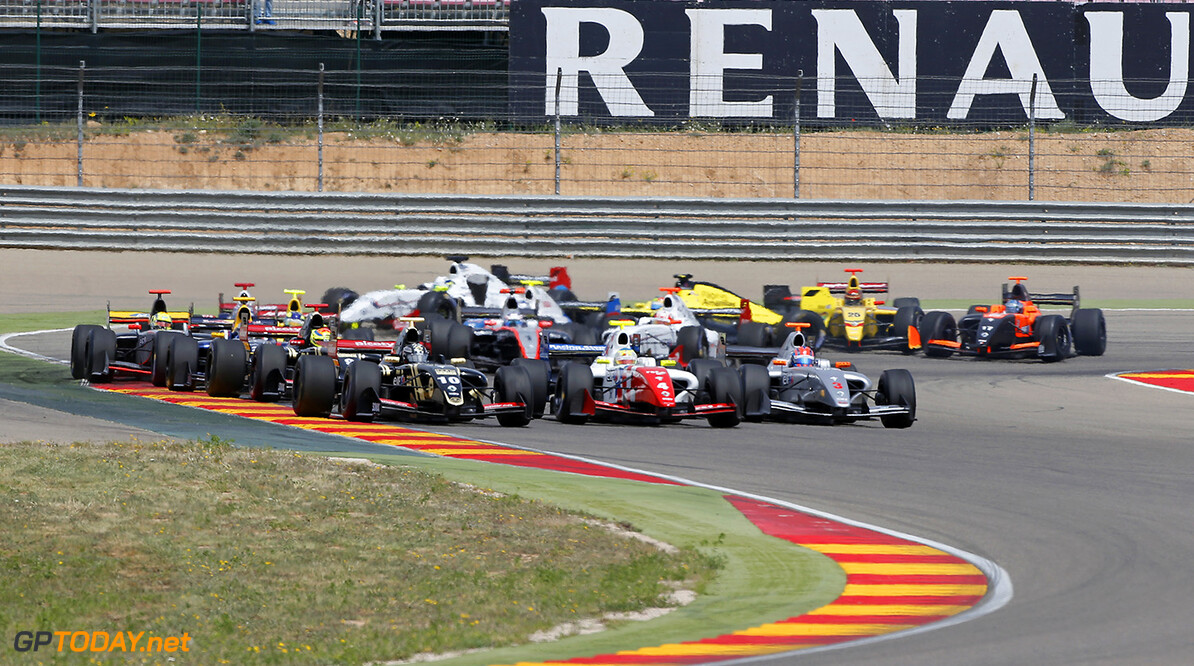 10 VAN_BUUREN Meindert (NED) Lotus (CZE) 04 ROWLAND Oliver (GBR) Fortec Motorsports (GBR) action, START during the 2015 World Series by Renault from April 24th to 26th 2015, at Motorland Aragon, Spain. Photo Francois Flamand / DPPI. AUTO - WSR MOTORLAND ARAGON 2015 Francois Flamand Alcaniz Spain  2015 Auto Car CHAMPIONNAT ESPAGNE Europe FORMULA RENAULT FORMULES FR FR 3.5 MONOPLACE Motorsport Race RENAULT SPORT series Sport UNIPLACE VOITURES WORLD WORLD SERIES BY RENAULT WSR 2.0