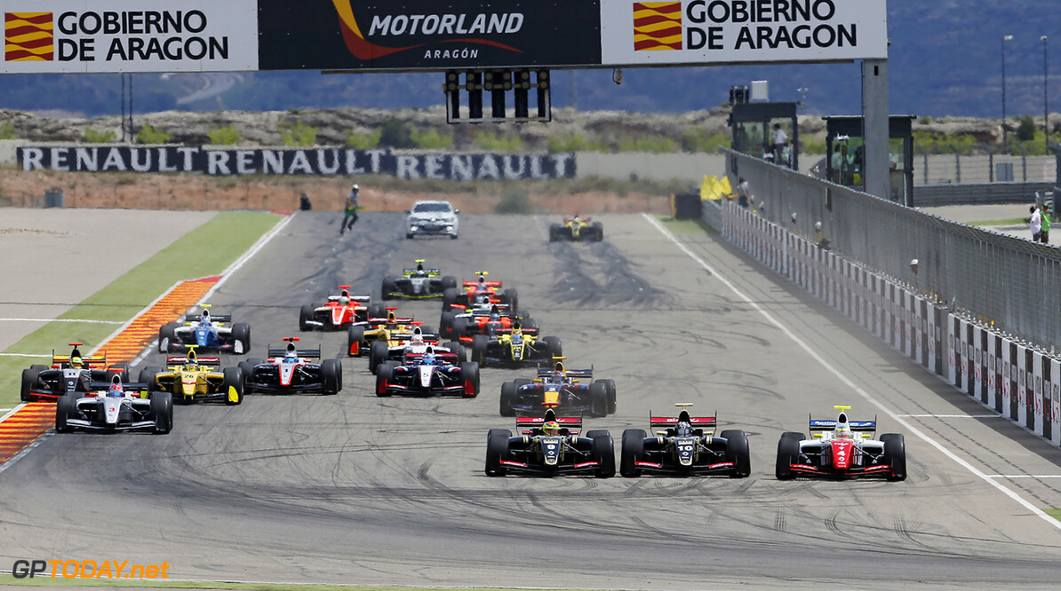 09 VAXIVIERE Matthieu (FRA) VAN_BUUREN Meindert (NED) Lotus (CZE) ROWLAND Oliver (GBR) Fortec Motorsports (GBR) action start during the 2015 World Series by Renault from April 24th to 26th 2015, at Motorland Aragon, Spain. Photo Jean Michel Le Meur / DPPI.  AUTO - WSR MOTORLAND ARAGON 2015 Jean Michel Le Meur Alcaniz Spain  2015 Auto Car CHAMPIONNAT ESPAGNE Europe FORMULA RENAULT FORMULES FR FR 3.5 MONOPLACE Motorsport Race RENAULT SPORT series Sport UNIPLACE VOITURES WORLD WORLD SERIES BY RENAULT WSR 2.0