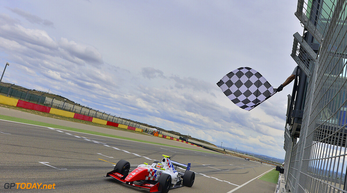 04 ROWLAND Oliver (GBR) Fortec Motorsports (GBR) action winner during the 2015 World Series by Renault from April 24th to 26th 2015, at Motorland Aragon, Spain. Photo Vincent Curutchet / DPPI. AUTO - WSR MOTORLAND ARAGON 2015 Vincent Curutchet Alcaniz Spain  2015 Auto Car CHAMPIONNAT ESPAGNE Europe FORMULA RENAULT FORMULES FR FR 3.5 MONOPLACE Motorsport Race RENAULT SPORT series Sport UNIPLACE VOITURES WORLD WORLD SERIES BY RENAULT WSR 2.0