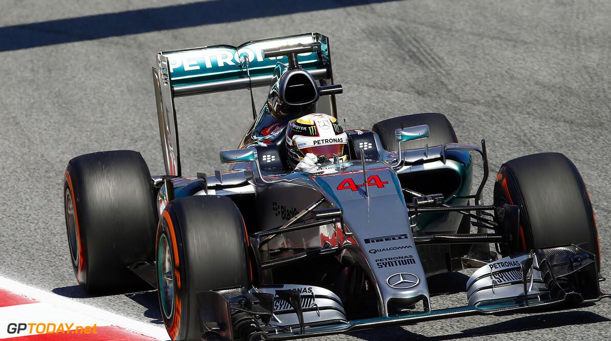 Dominante Hamilton zegeviert in Japan, Verstappen negende