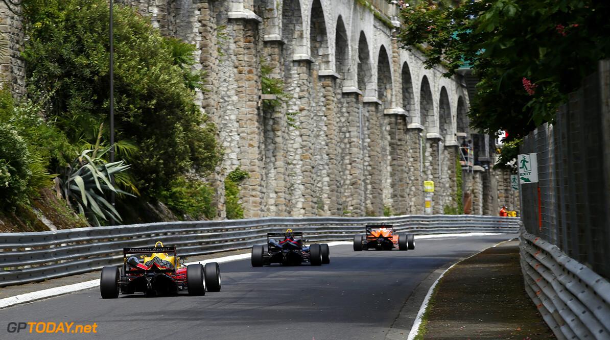 FIA Formula 3 European Championship, round 3, race 2, Pau 4 Gustavo Menezes (USA, Jagonya Ayam with Carlin, Volkswagen), FIA Formula 3 European Championship, round 3, race 2, Pau (FRA) - 15. - 17. May 2015 FIA Formula 3 European Championship, round 3, race 2, Pau (FRA) Thomas Suer Pau France
