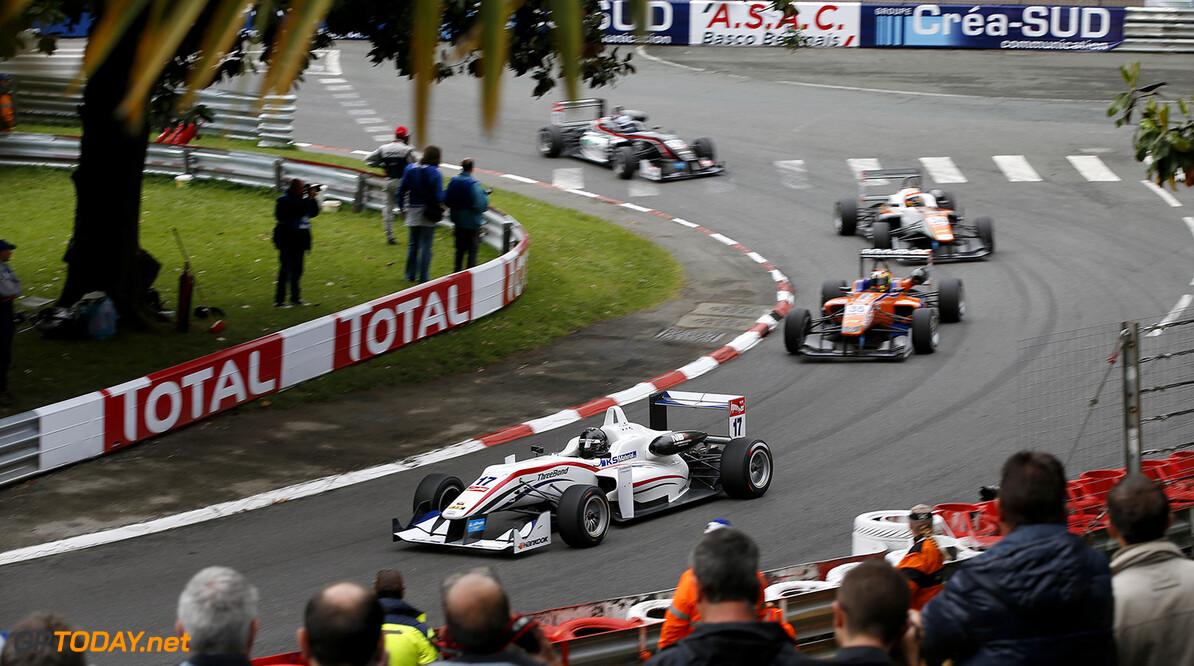 FIA Formula 3 European Championship, round 3, race 1, Pau 17 Julio Moreno (ECU, ThreeBond with T-Sport, Dallara F312 - NBE), 35 Kang Ling (CHN, kfzteile24 Mucke Motorsport, Dallara F312 - Mercedes-Benz), FIA Formula 3 European Championship, round 3, race 1, Pau (FRA) - 15. - 17. May 2015 FIA Formula 3 European Championship, round 3, race 1, Pau (FRA) Thomas Suer Pau France