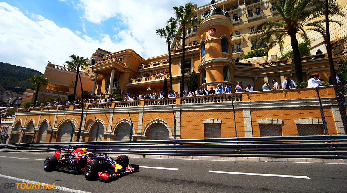 MONTE-CARLO, MONACO - MAY 24:  Daniel Ricciardo of Australia and Infiniti Red Bull Racing drives during the Monaco Formula One Grand Prix at Circuit de Monaco on May 24, 2015 in Monte-Carlo, Monaco.  (Photo by Mark Thompson/Getty Images) // Getty Images/Red Bull Content Pool // P-20150524-00632 // Usage for editorial use only // Please go to www.redbullcontentpool.com for further information. //  F1 Grand Prix of Monaco Mark Thompson Monte-Carlo (City) Monaco  P-20150524-00632