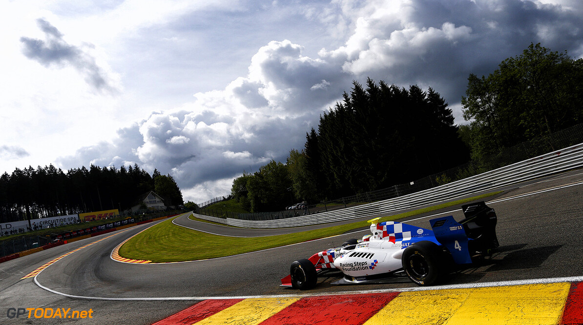 04 ROWLAND Oliver (GBR) Fortec Motorsports (GBR) action during the 2015 World Series by Renault from May 29th to 31st 2015, at Spa Francorchamps, Belgium. Photo Florent Gooden / DPPI. AUTO - WSR SPA FRANCORCHAMPS 2015 Florent Gooden Spa Belgium  2.0 2015 Auto Car CHAMPIONNAT ESPAGNE Europe FORMULA RENAULT FORMULES FR FR 3.5 MONOPLACE Motorsport Race RENAULT SPORT series Sport UNIPLACE VOITURES WORLD WORLD SERIES BY RENAULT WSR