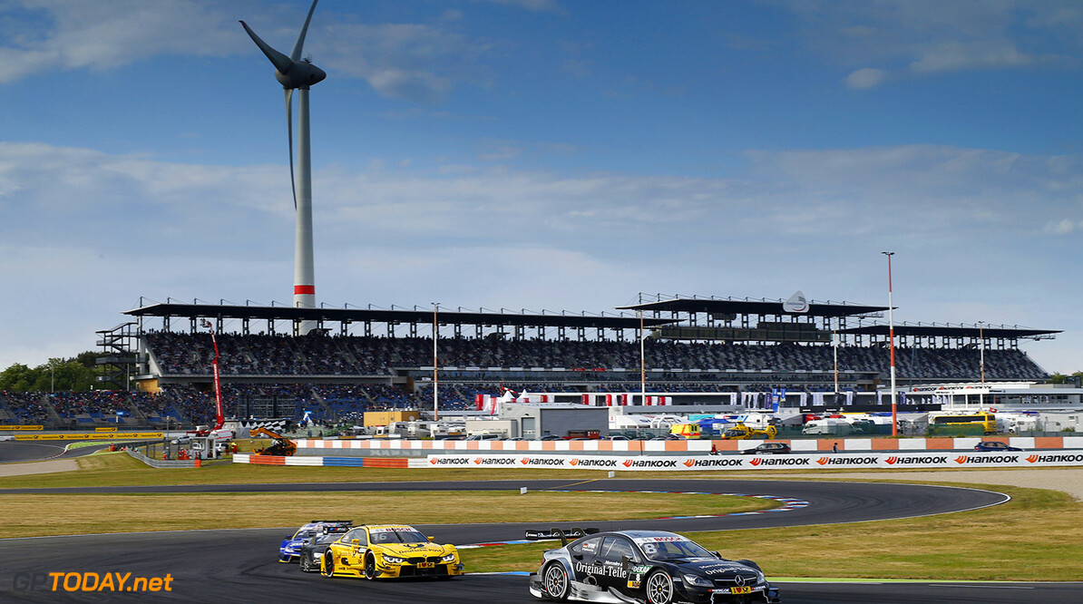 #8 Christian Vietoris, Mercedes-AMG C 63 DTM, #16 Timo Glock, BMW M4 DTM