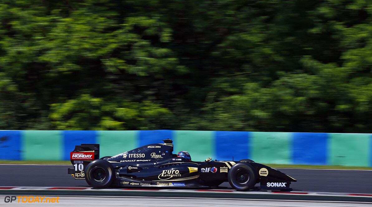 10 VAN_BUUREN Meindert (NED) Lotus (CZE) action during the 2015 World Series by Renault from June 13th to 15th  2015, at Hungaroring, Budapest, Hungary. Photo Florent Gooden / DPPI. AUTO - WSR HUNGARORING 2015 Florent Gooden Budapest Hungary  2.0 2015 Auto Car CHAMPIONNAT ESPAGNE Europe FORMULA RENAULT FORMULES FR FR 3.5 MONOPLACE Motorsport Race RENAULT SPORT series Sport UNIPLACE VOITURES WORLD WORLD SERIES BY RENAULT WSR