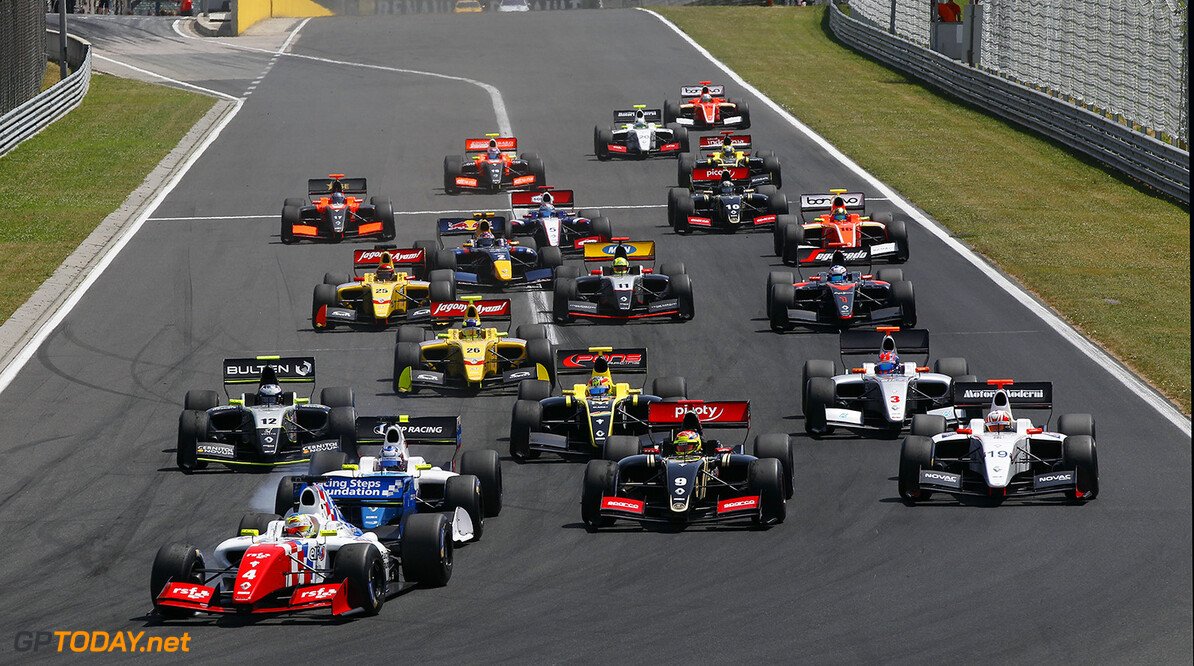 04 ROWLAND Oliver (GBR) Fortec Motorsports (GBR) action start during the 2015 World Series by Renault from June 13th to 15th  2015, at Hungaroring, Budapest, Hungary. Photo Florent Gooden / DPPI. AUTO - WSR HUNGARORING 2015 Florent Gooden Budapest Hungary  2.0 2015 Auto Car CHAMPIONNAT ESPAGNE Europe FORMULA RENAULT FORMULES FR FR 3.5 MONOPLACE Motorsport Race RENAULT SPORT series Sport UNIPLACE VOITURES WORLD WORLD SERIES BY RENAULT WSR