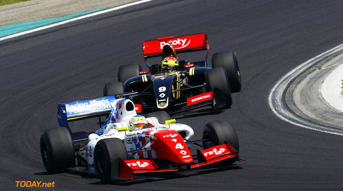 04 ROWLAND Oliver (GBR) Fortec Motorsports (GBR) action during the 2015 World Series by Renault from June 13th to 15th  2015, at Hungaroring, Budapest, Hungary. Photo Gregory Lenormand / DPPI. AUTO - WSR HUNGARORING 2015 Gregory Lenormand Budapest Hungary  2.0 2015 Auto Car CHAMPIONNAT ESPAGNE Europe FORMULA RENAULT FORMULES FR FR 3.5 MONOPLACE Motorsport Race RENAULT SPORT series Sport UNIPLACE VOITURES WORLD WORLD SERIES BY RENAULT WSR