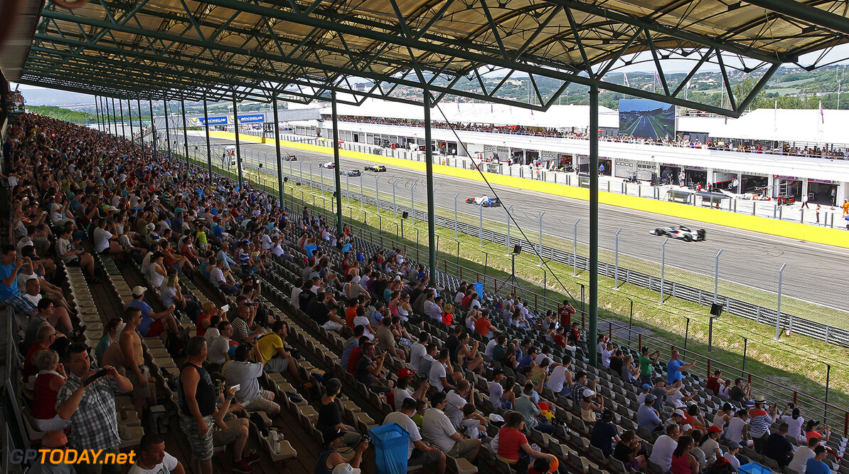 Start Formule Renault 3.5 during the 2015 World Series by Renault from June 13th to 15th  2015, at Hungaroring, Budapest, Hungary. Photo Gregory Lenormand / DPPI. AUTO - WSR HUNGARORING 2015 Gregory Lenormand Budapest Hungary  2.0 2015 Auto Car CHAMPIONNAT ESPAGNE Europe FORMULA RENAULT FORMULES FR FR 3.5 MONOPLACE Motorsport Race RENAULT SPORT series Sport UNIPLACE VOITURES WORLD WORLD SERIES BY RENAULT WSR