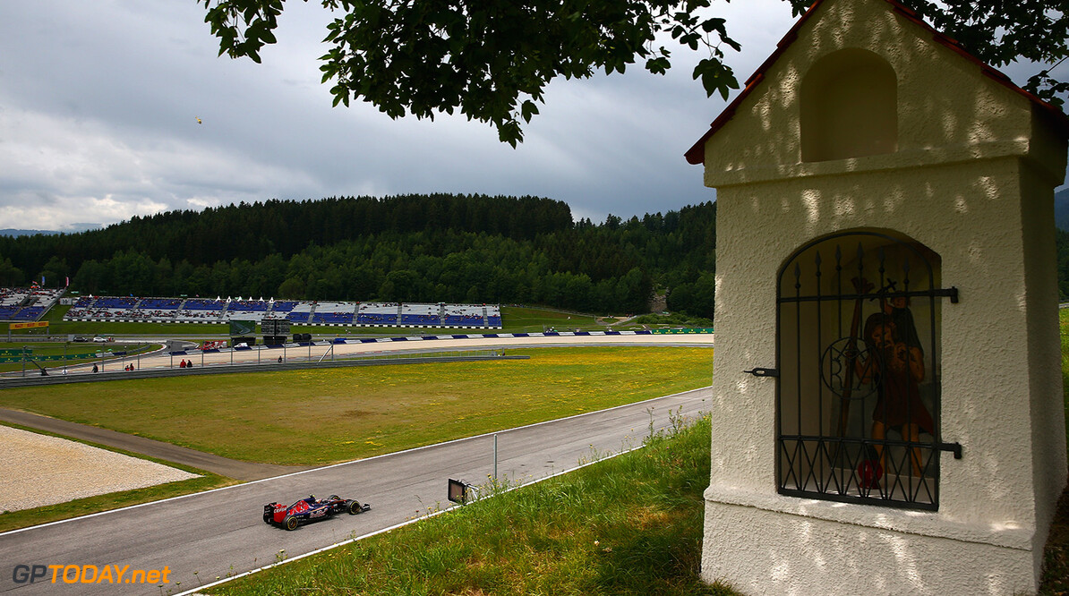 SPIELBERG, AUSTRIA - JUNE 20:  Carlos Sainz of Spain and Scuderia Toro Rosso drives during final practice for the Formula One Grand Prix of Austria at Red Bull Ring on June 20, 2015 in Spielberg, Austria.  (Photo by Clive Mason/Getty Images) // Getty Images/Red Bull Content Pool // P-20150620-00246 // Usage for editorial use only // Please go to www.redbullcontentpool.com for further information. //  F1 Grand Prix of Austria - Qualifying Clive Mason Spielberg Bei Knittelfeld Austria  P-20150620-00246