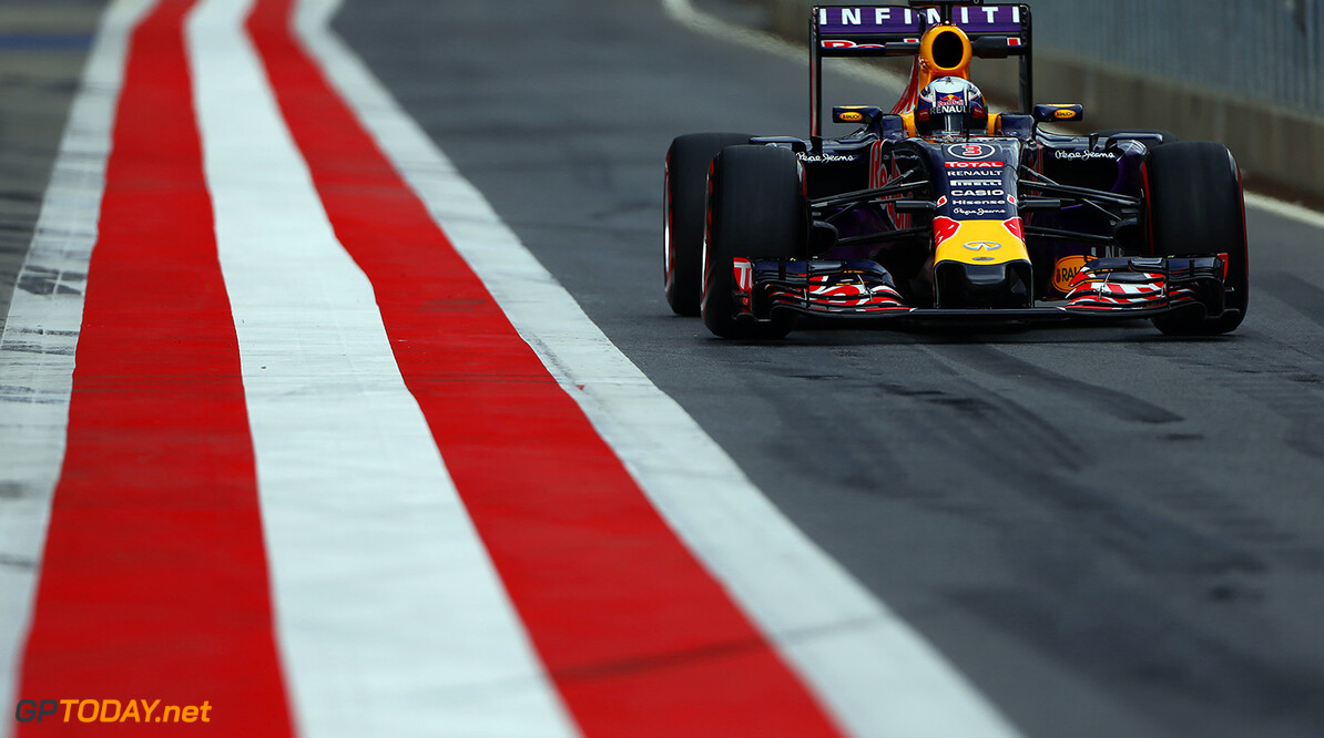 SPIELBERG, AUSTRIA - JUNE 24:  Daniel Ricciardo of Australia and Infiniti Red Bull Racing drives during Formula One Testing at the Red Bull Ring on June 24, 2015 in Spielberg, Austria.  (Photo by Andrew Hone/Getty Images) // Getty Images/Red Bull Content Pool // P-20150624-00213 // Usage for editorial use only // Please go to www.redbullcontentpool.com for further information. //  F1 Grand Prix Testing in Austria Andrew Hone Spielberg Bei Knittelfeld Austria  P-20150624-00213