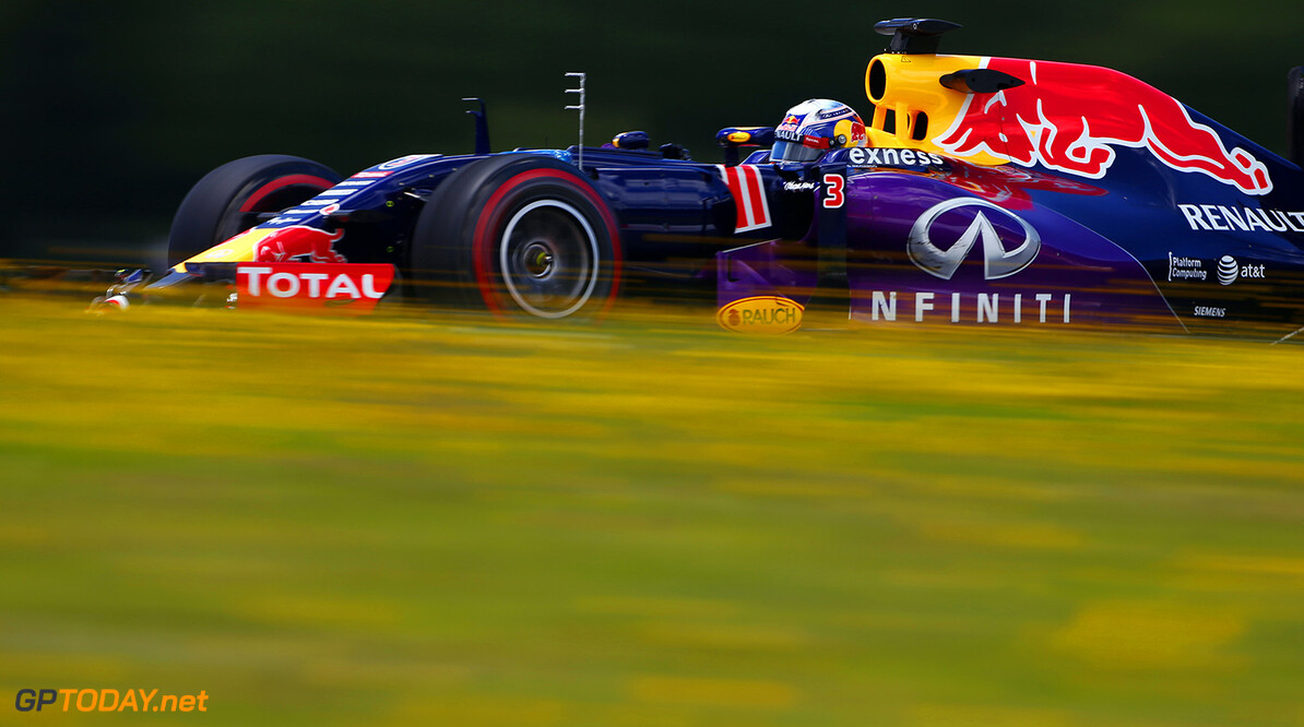 SPIELBERG, AUSTRIA - JUNE 24:  Daniel Ricciardo of Australia and Infiniti Red Bull Racing drives during Formula One Testing at the Red Bull Ring on June 24, 2015 in Spielberg, Austria.  (Photo by Andrew Hone/Getty Images) // Getty Images/Red Bull Content Pool // P-20150624-00183 // Usage for editorial use only // Please go to www.redbullcontentpool.com for further information. //  F1 Grand Prix Testing in Austria Andrew Hone Spielberg Bei Knittelfeld Austria  P-20150624-00183