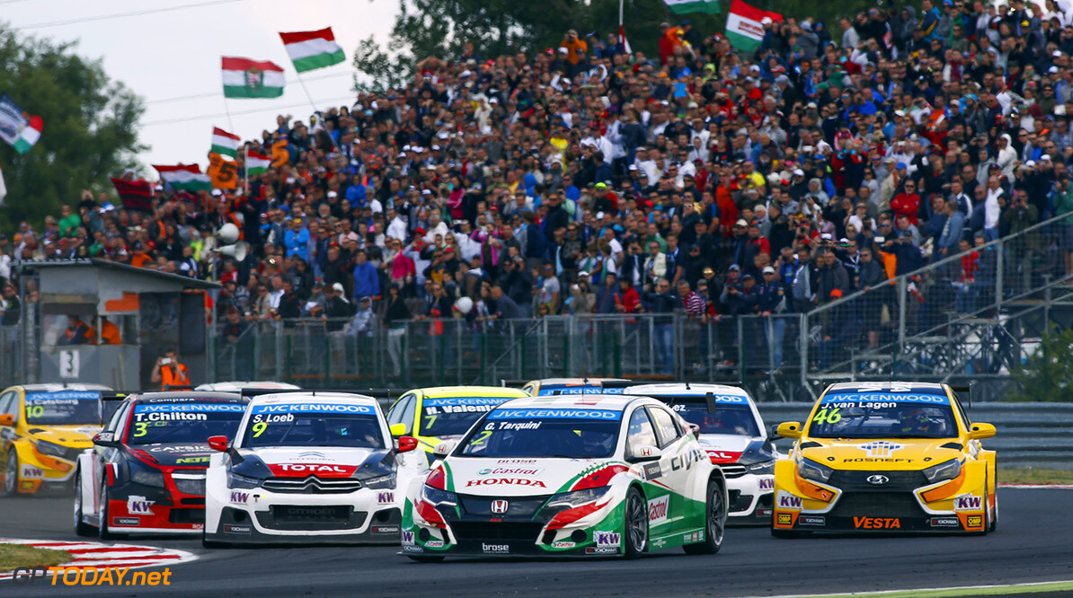Start of race 2. 02 TARQUINI Gabriele (ita) Honda Civic team Honda racing Jas action during the 2015 FIA WTCC World Touring Car Championship race of Slovakia at Slovakia Ring, from June 19 to 21st 2015. Photo Florent Gooden / DPPI. AUTO - WTCC SLOVAKIA 2015 Florent Gooden Orechova Poton Slovaquie  AUTO CHAMPIONNAT DU MONDE CIRCUIT COURSE FIA JUIN JUNE Motorsport SLOVAQUIE TOURISME WTCC