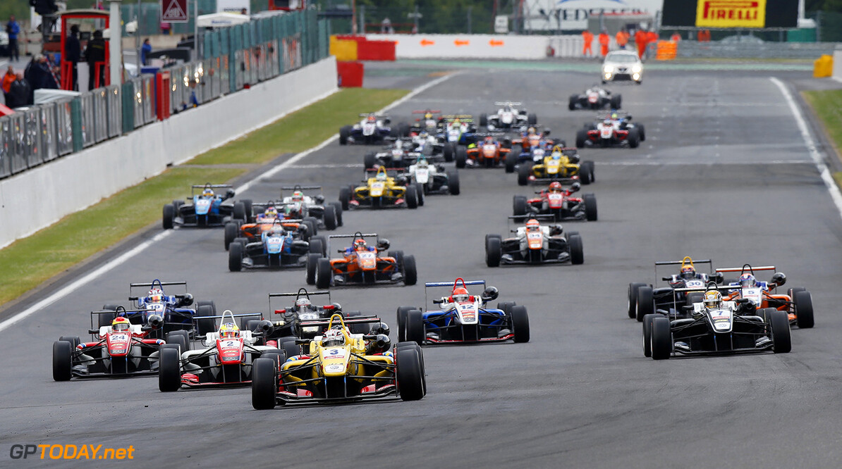 FIA Formula 3 European Championship, round 5, race 1, Spa-Franco Start of the race, 3 Antonio Giovinazzi (ITA, Jagonya Ayam with Carlin, Dallara F312 - Volkswagen) takes the lead from 1 Felix Rosenqvist (SWE, Prema Powerteam, Dallara F312 - Mercedes-Benz), 2 Jake Dennis (GBR, Prema Powerteam, Dallara F312 - Mercedes-Benz), FIA Formula 3 European Championship, round 5, race 1, Spa-Francorchamps (BEL) - 19. - 21. June 2015 FIA Formula 3 European Championship, round 5, race 1, Spa-Francorchamps (BEL) Thomas Suer Spa-Francorchamps Belgium