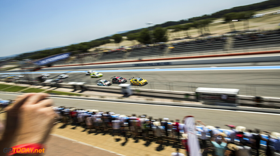 Start during the 2015 FIA WTCC World Touring Car Championship race of Paul Ricard, Le Castellet, France from June 26th to 28th 2015. Photo Antonin GRENIER / DPPI. Auto - WTCC Paul Ricard 2015 Antonin GRENIER Le Castellet France  Auto CHAMPIONNAT DU MONDE COURSE FIA JUIN JUNE Motorsport WTCC circuit tourisme