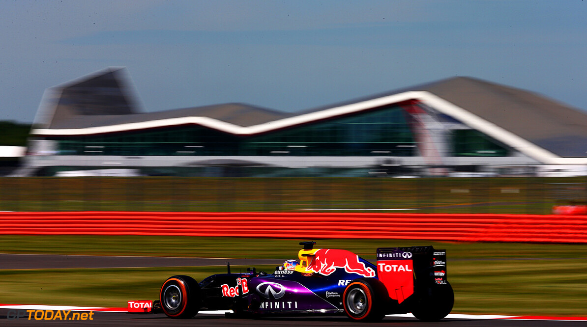 NORTHAMPTON, ENGLAND - JULY 03:  Daniel Ricciardo of Australia and Infiniti Red Bull Racing driwves during practice for the Formula One Grand Prix of Great Britain at Silverstone Circuit on July 3, 2015 in Northampton, England.  (Photo by Clive Mason/Getty Images) // Getty Images/Red Bull Content Pool // P-20150703-00211 // Usage for editorial use only // Please go to www.redbullcontentpool.com for further information. //  F1 Grand Prix of Great Britain - Practice Clive Mason Silverstone United Kingdom  P-20150703-00211