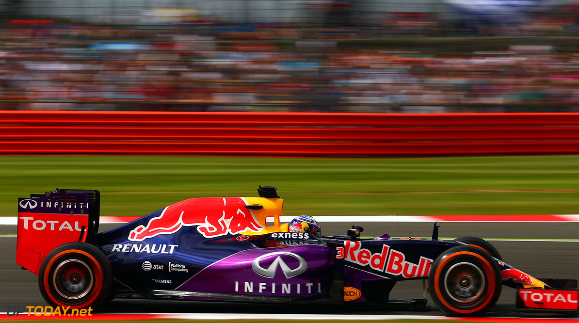 NORTHAMPTON, ENGLAND - JULY 04:  Daniel Ricciardo of Australia and Infiniti Red Bull Racing drives during final practice for the Formula One Grand Prix of Great Britain at Silverstone Circuit on July 4, 2015 in Northampton, England.  (Photo by Clive Mason/Getty Images) // Getty Images/Red Bull Content Pool // P-20150704-00167 // Usage for editorial use only // Please go to www.redbullcontentpool.com for further information. //  F1 Grand Prix of Great Britain - Qualifying Clive Mason Silverstone United Kingdom  P-20150704-00167