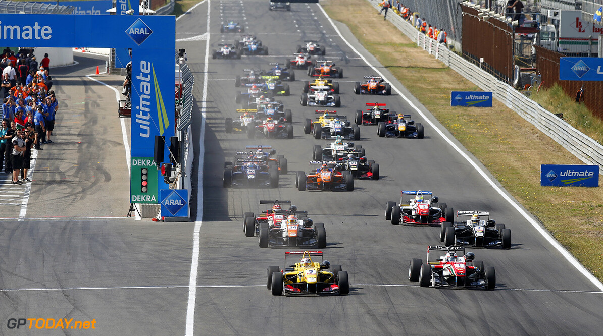 FIA Formula 3 European Championship, round 7, race 1, Zandvoort Start of the race, 3 Antonio Giovinazzi (ITA, Jagonya Ayam with Carlin, Dallara F312 - Volkswagen) taking the lead from 1 Felix Rosenqvist (SWE, Prema Powerteam, Dallara F312 - Mercedes-Benz), 34 Markus Pommer (DEU, Motopark, Dallara F312 - Volkswagen), 25 Lance Stroll (CAN, Prema Powerteam, Dallara F312 - Mercedes-Benz), 7 Charles Leclerc (MCO, Van Amersfoort Racing, Dallara F312 - Volkswagen), FIA Formula 3 European Championship, round 7, race 1, Zandvoort (NED) - 10. - 12. July 2015 FIA Formula 3 European Championship, round 7, race 1, Zandvoort (NED) Thomas Suer Zandvoort Netherlands