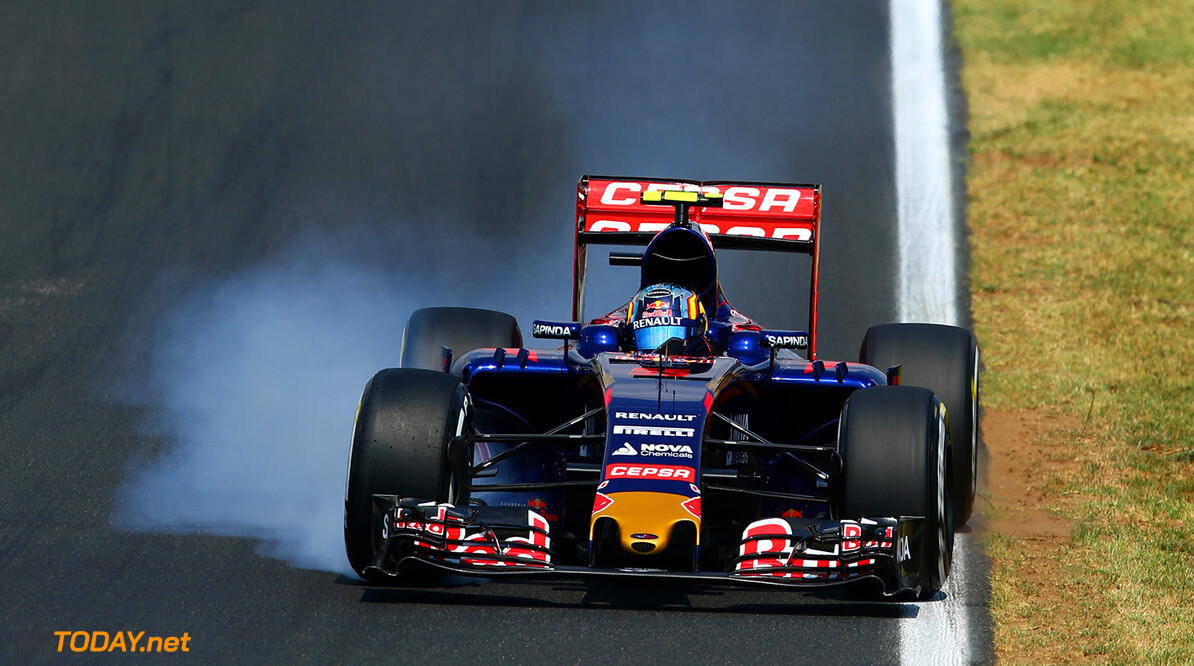 BUDAPEST, HUNGARY - JULY 25:  Carlos Sainz of Spain and Scuderia Toro Rosso locks up during qualifying for the Formula One Grand Prix of Hungary at Hungaroring on July 25, 2015 in Budapest, Hungary.  (Photo by Clive Mason/Getty Images) // Getty Images/Red Bull Content Pool // P-20150725-00232 // Usage for editorial use only // Please go to www.redbullcontentpool.com for further information. //  F1 Grand Prix of Hungary - Qualifying Clive Mason Budapest Hungary  P-20150725-00232