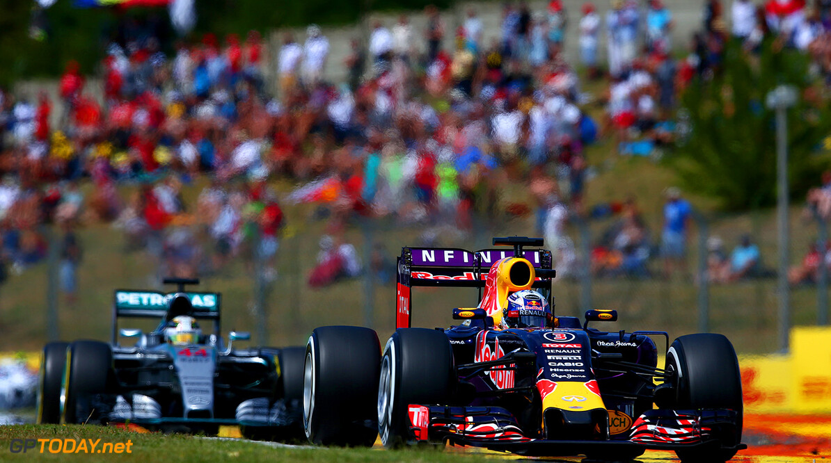 BUDAPEST, HUNGARY - JULY 26:  Daniel Ricciardo of Australia and Infiniti Red Bull Racing drives ahead of Lewis Hamilton of Great Britain and Mercedes GP during the Formula One Grand Prix of Hungary at Hungaroring on July 26, 2015 in Budapest, Hungary.  (Photo by Clive Mason/Getty Images) // Getty Images/Red Bull Content Pool // P-20150726-00167 // Usage for editorial use only // Please go to www.redbullcontentpool.com for further information. //  F1 Grand Prix of Hungary Clive Mason Budapest Hungary  P-20150726-00167