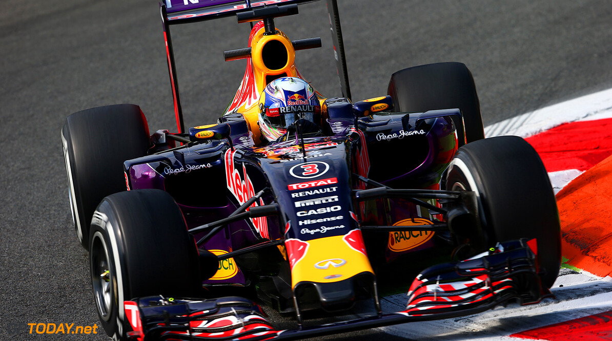 MONZA, ITALY - SEPTEMBER 04:  Daniel Ricciardo of Australia and Infiniti Red Bull Racing drives during practice for the Formula One Grand Prix of Italy at Autodromo di Monza on September 4, 2015 in Monza, Italy.  (Photo by Mark Thompson/Getty Images) // Getty Images/Red Bull Content Pool // P-20150904-00144 // Usage for editorial use only // Please go to www.redbullcontentpool.com for further information. //  F1 Grand Prix of Italy - Practice Mark Thompson Monza Italy  P-20150904-00144