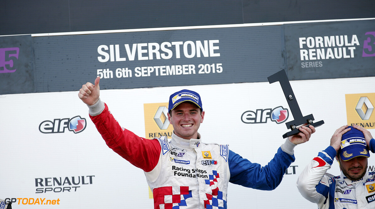 ROWLAND Oliver (GBR) Fortec Motorsports (GBR) ambiance portrait, podium during the 2015 World Series by Renault from September 3 to 5th  2015, at Silverstone, England. Photo Jean-Michel Le Meur / DPPI. AUTO - WSR SILVERSTONE 2015 Jean-Michel Le Meur Silverstone Angleterre  2.0 2015 Auto Car CHAMPIONNAT ESPAGNE Europe FORMULA RENAULT FORMULES FR FR 3.5 MONOPLACE Motorsport Race RENAULT SPORT series Sport UNIPLACE VOITURES WORLD WORLD SERIES BY RENAULT WSR ANGLETERRE