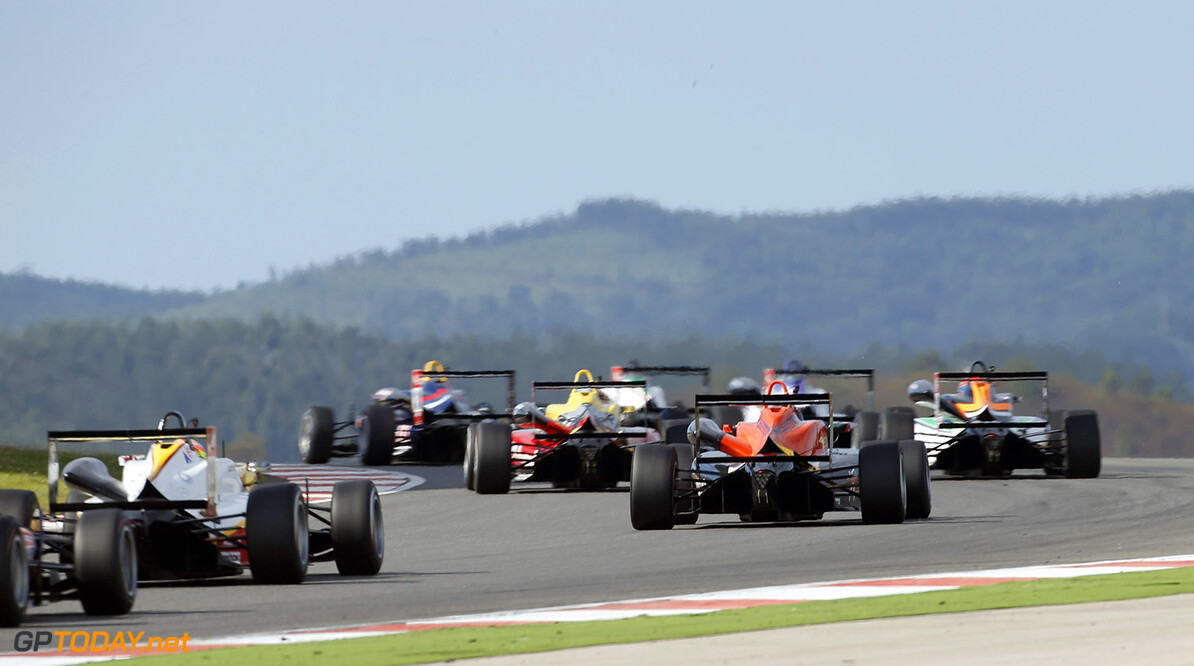 FIA Formula 3 European Championship, round 9, race 2, Portimao 17 Julio Moreno (ECU, ThreeBond with T-Sport, Dallara F312 - NBE), FIA Formula 3 European Championship, round 9, race 2, Portimao (POR) - 4. - 6. September 2015 FIA Formula 3 European Championship, round 9, race 2, Portimao (POR) Thomas Suer Portimao Portugal