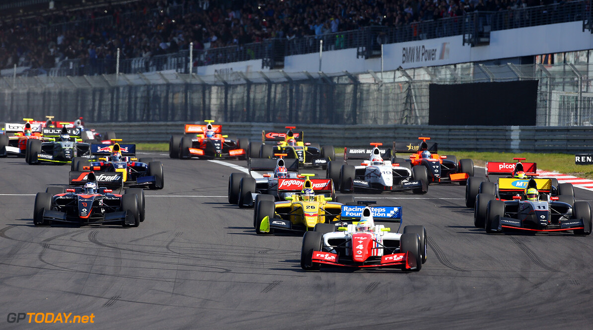 Start of the Formula Renault 3.5 race 1, ROWLAND Oliver (GBR) Fortec Motorsports (GBR) ambiance portrait during the 2015 World Series by Renault from September 10 to 13th  2015, at Nurburgring, Germany. Photo Gregory Lenormand / DPPI. AUTO - WSR NURBURGRING 2015 Gregory Lenormand Nurburgring Allemagne  2.0 2015 ALLEMAGNE AUTO CAR CHAMPIONNAT Europe FORMULA RENAULT FORMULES FR FR 3.5 MONOPLACE MOTORSPORT RENAULT SPORT Race Sport UNIPLACE VOITURES WORLD WORLD SERIES BY RENAULT WSR series