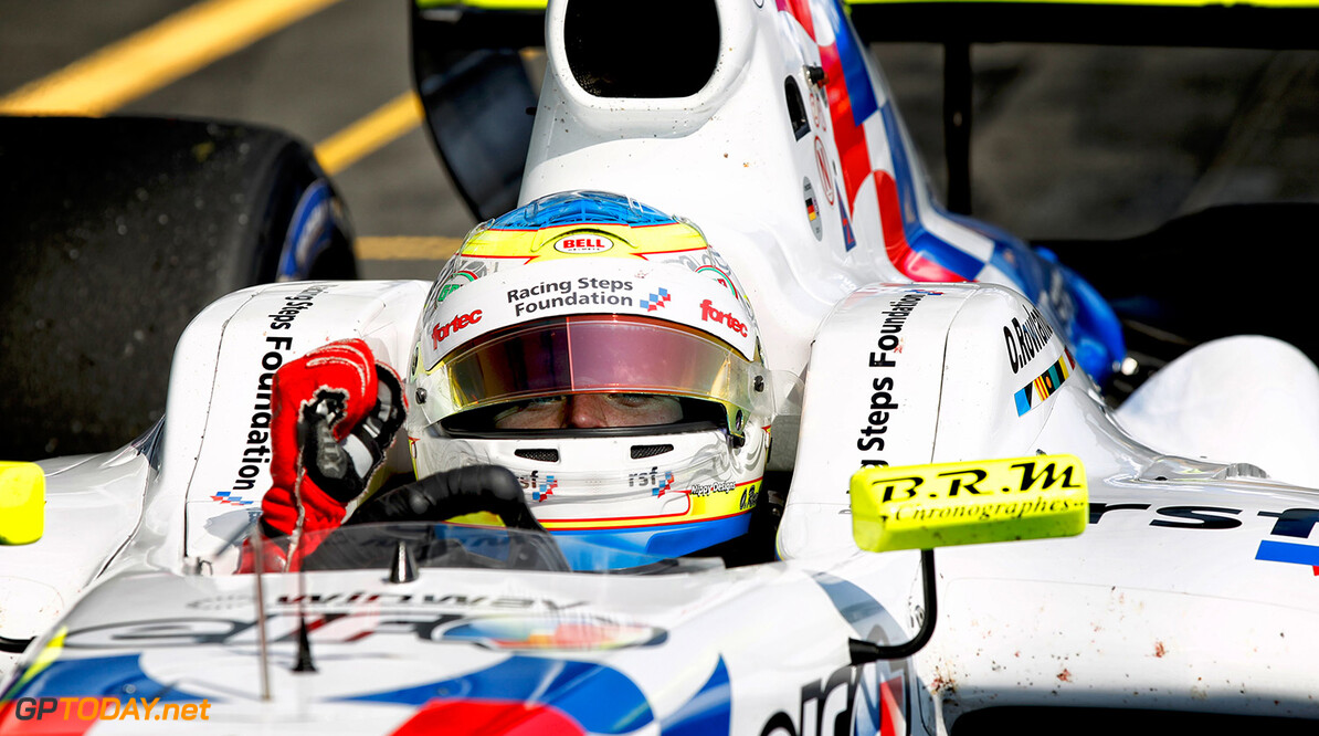 ROWLAND Oliver (GBR) Fortec Motorsports (GBR) ambiance portrait during the 2015 World Series by Renault from September 10 to 13th  2015, at Nurburgring, Germany. Photo Florent Gooden / DPPI. AUTO - WSR NURBURGRING 2015 Florent Gooden Nurburgring Allemagne  2.0 2015 ALLEMAGNE AUTO CAR CHAMPIONNAT Europe FORMULA RENAULT FORMULES FR FR 3.5 MONOPLACE MOTORSPORT RENAULT SPORT Race Sport UNIPLACE VOITURES WORLD WORLD SERIES BY RENAULT WSR series