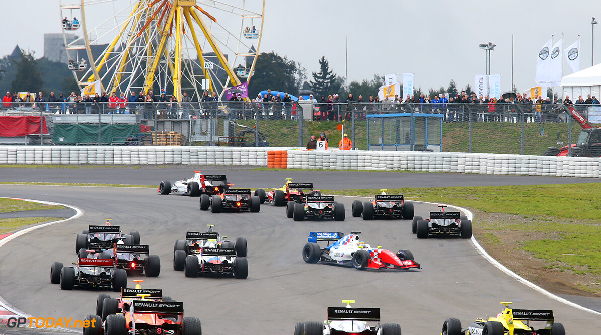 Start of the FR 3.5 race 2 during the 2015 World Series by Renault from September 10 to 13th  2015, at Nurburgring, Germany. Photo Gregory Lenormand / DPPI. AUTO - WSR NURBURGRING 2015 Gregory Lenormand Nurburgring Allemagne  2.0 2015 ALLEMAGNE AUTO CAR CHAMPIONNAT Europe FORMULA RENAULT FORMULES FR FR 3.5 MONOPLACE MOTORSPORT RENAULT SPORT Race Sport UNIPLACE VOITURES WORLD WORLD SERIES BY RENAULT WSR series