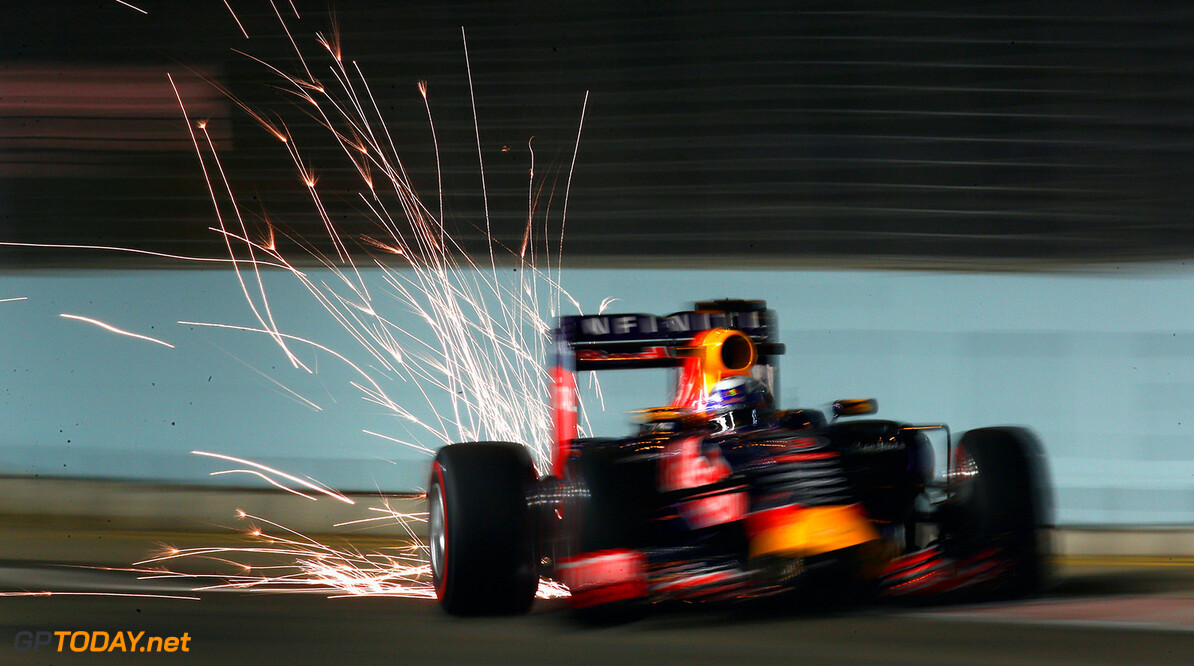 SINGAPORE - SEPTEMBER 18:  Daniel Ricciardo of Australia and Infiniti Red Bull Racing drives during practice for the Formula One Grand Prix of Singapore at Marina Bay Street Circuit on September 18, 2015 in Singapore.  (Photo by Clive Rose/Getty Images) // Getty Images/Red Bull Content Pool // P-20150918-00595 // Usage for editorial use only // Please go to www.redbullcontentpool.com for further information. //  F1 Grand Prix of Singapore - Practice Clive Rose Singapore Singapore  P-20150918-00595