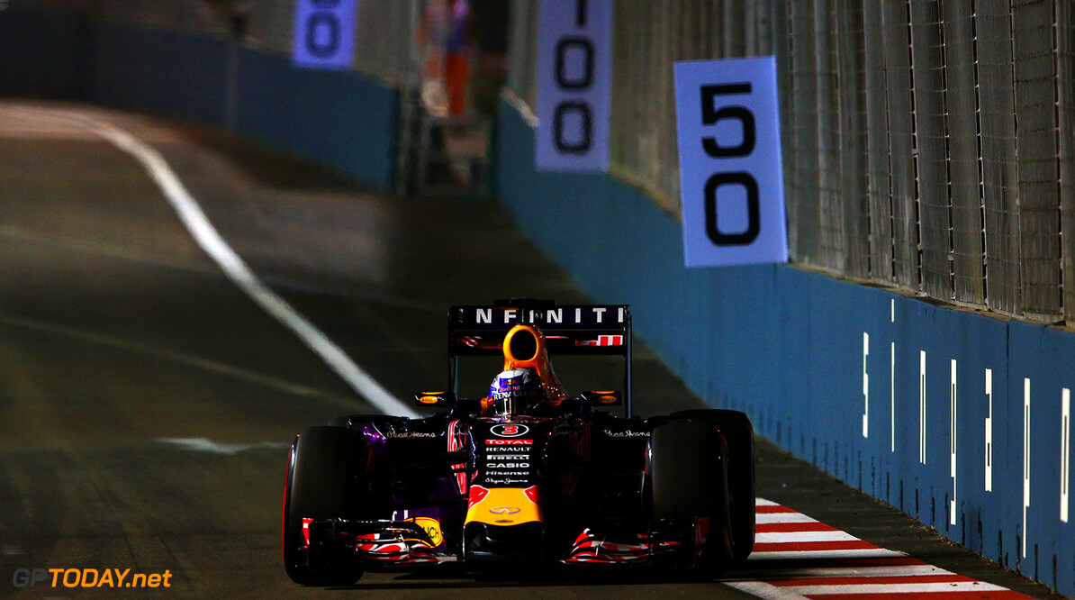 SINGAPORE - SEPTEMBER 18:  Daniel Ricciardo of Australia and Infiniti Red Bull Racing drives during practice for the Formula One Grand Prix of Singapore at Marina Bay Street Circuit on September 18, 2015 in Singapore.  (Photo by Mark Thompson/Getty Images) // Getty Images/Red Bull Content Pool // P-20150918-00569 // Usage for editorial use only // Please go to www.redbullcontentpool.com for further information. //  F1 Grand Prix of Singapore - Practice Mark Thompson Singapore Singapore  P-20150918-00569