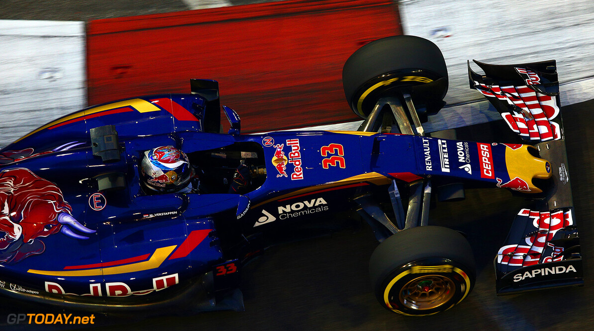 SINGAPORE - SEPTEMBER 18:  Max Verstappen of Netherlands and Scuderia Toro Rosso drives during practice for the Formula One Grand Prix of Singapore at Marina Bay Street Circuit on September 18, 2015 in Singapore.  (Photo by Clive Mason/Getty Images) // Getty Images/Red Bull Content Pool // P-20150918-00390 // Usage for editorial use only // Please go to www.redbullcontentpool.com for further information. //  F1 Grand Prix of Singapore - Practice Clive Mason Singapore Singapore  P-20150918-00390