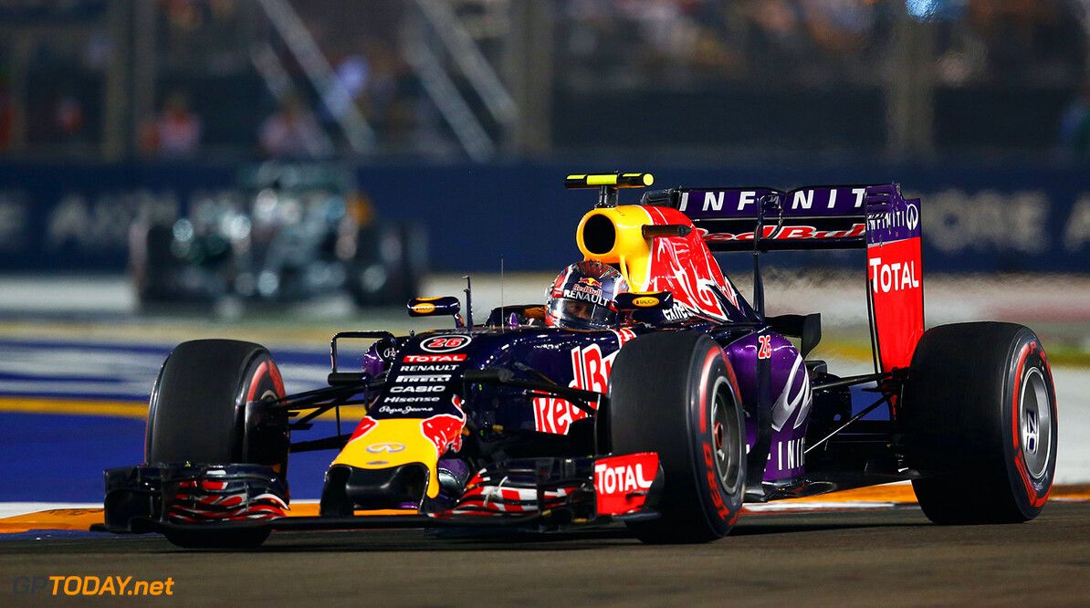 SINGAPORE - SEPTEMBER 20:  Daniil Kvyat of Russia and Infiniti Red Bull Racing drives during the Formula One Grand Prix of Singapore at Marina Bay Street Circuit on September 20, 2015 in Singapore.  (Photo by Clive Rose/Getty Images) // Getty Images/Red Bull Content Pool // P-20150920-00677 // Usage for editorial use only // Please go to www.redbullcontentpool.com for further information. //  F1 Grand Prix of Singapore Clive Rose Singapore Singapore  P-20150920-00677