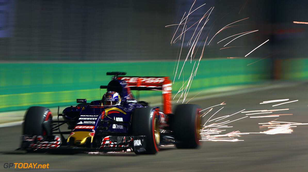 SINGAPORE - SEPTEMBER 19:  Max Verstappen of Netherlands and Scuderia Toro Rosso drives during qualifying for the Formula One Grand Prix of Singapore at Marina Bay Street Circuit on September 19, 2015 in Singapore.  (Photo by Clive Mason/Getty Images) // Getty Images/Red Bull Content Pool // P-20150919-00380 // Usage for editorial use only // Please go to www.redbullcontentpool.com for further information. //  F1 Grand Prix of Singapore - Qualifying Clive Mason Singapore Singapore  P-20150919-00380