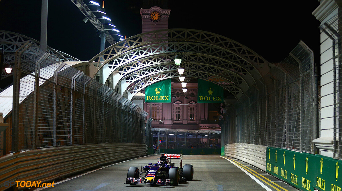 SINGAPORE - SEPTEMBER 19:  Max Verstappen of Netherlands and Scuderia Toro Rosso drives during qualifying for the Formula One Grand Prix of Singapore at Marina Bay Street Circuit on September 19, 2015 in Singapore.  (Photo by Clive Mason/Getty Images) // Getty Images/Red Bull Content Pool // P-20150919-00445 // Usage for editorial use only // Please go to www.redbullcontentpool.com for further information. //  F1 Grand Prix of Singapore - Qualifying Clive Mason Singapore Singapore  P-20150919-00445