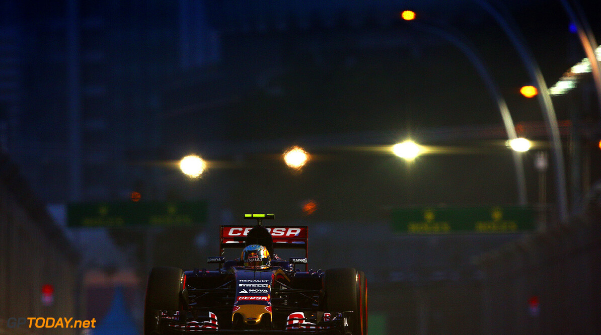 SINGAPORE - SEPTEMBER 19:  Carlos Sainz of Spain and Scuderia Toro Rosso drives during final practice for the Formula One Grand Prix of Singapore at Marina Bay Street Circuit on September 19, 2015 in Singapore.  (Photo by Clive Mason/Getty Images) // Getty Images/Red Bull Content Pool // P-20150919-00265 // Usage for editorial use only // Please go to www.redbullcontentpool.com for further information. //  F1 Grand Prix of Singapore - Qualifying Clive Mason Singapore Singapore  P-20150919-00265