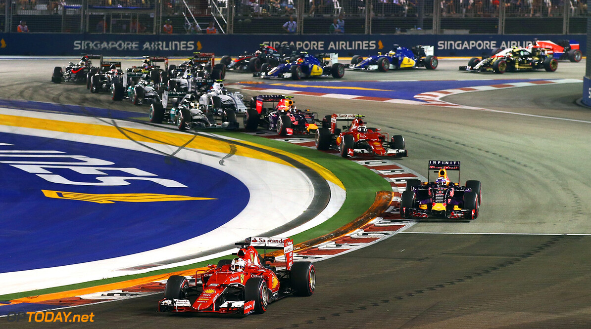 SINGAPORE - SEPTEMBER 20:  Sebastian Vettel of Germany and Ferrari leads Daniel Ricciardo of Australia and Infiniti Red Bull Racing, Kimi Raikkonen of Finland and Ferrari, Daniil Kvyat of Russia and Infiniti Red Bull Racing and Lewis Hamilton of Great Britain and Mercedes GP into the second corner during the Formula One Grand Prix of Singapore at Marina Bay Street Circuit on September 20, 2015 in Singapore.  (Photo by Clive Rose/Getty Images) // Getty Images/Red Bull Content Pool // P-20150920-00679 // Usage for editorial use only // Please go to www.redbullcontentpool.com for further information. //  F1 Grand Prix of Singapore Clive Rose Singapore Singapore  P-20150920-00679