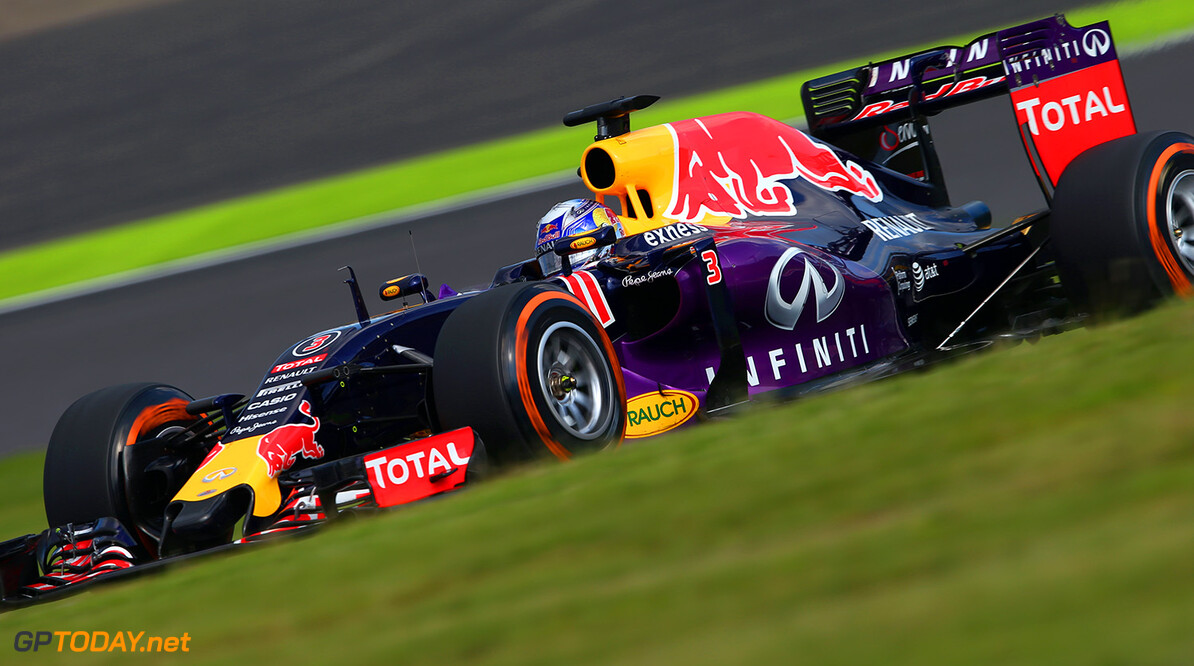 SUZUKA, JAPAN - SEPTEMBER 27:  Daniel Ricciardo of Australia and Infiniti Red Bull Racing drives during the Formula One Grand Prix of Japan at Suzuka Circuit on September 27, 2015 in Suzuka, Japan.  (Photo by Mark Thompson/Getty Images) // Getty Images/Red Bull Content Pool // P-20150927-00347 // Usage for editorial use only // Please go to www.redbullcontentpool.com for further information. //  F1 Grand Prix of Japan Mark Thompson Suzuka Japan  P-20150927-00347