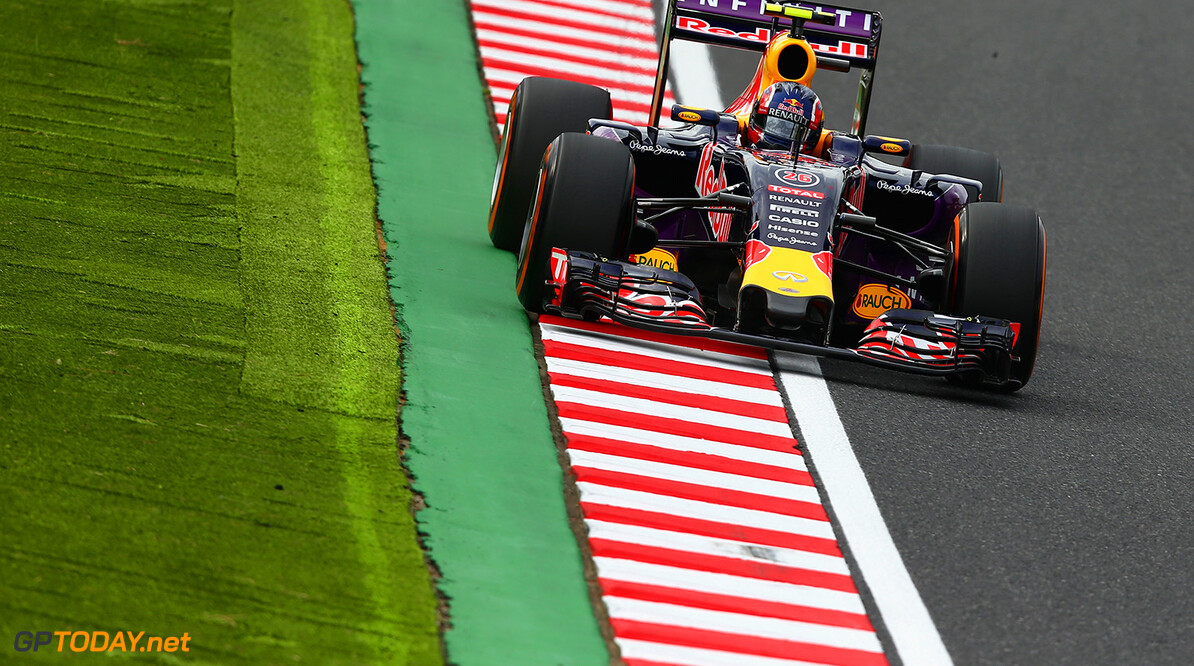 SUZUKA, JAPAN - SEPTEMBER 26:  Daniil Kvyat of Russia and Infiniti Red Bull Racing drives during qualifying for the Formula One Grand Prix of Japan at Suzuka Circuit on September 26, 2015 in Suzuka.  (Photo by Clive Mason/Getty Images) // Getty Images/Red Bull Content Pool // P-20150926-00365 // Usage for editorial use only // Please go to www.redbullcontentpool.com for further information. //  F1 Grand Prix of Japan - Qualifying Clive Mason Suzuka Japan  P-20150926-00365