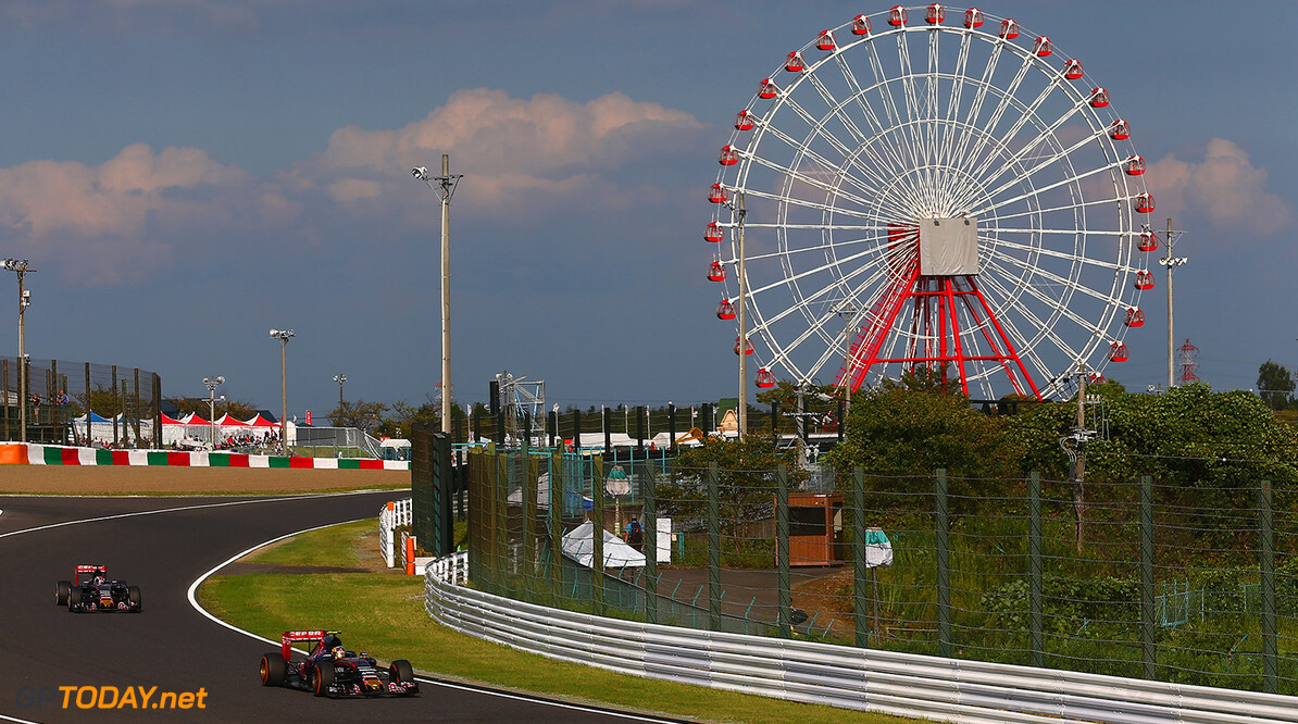 SUZUKA, JAPAN - SEPTEMBER 27:  Carlos Sainz of Spain and Scuderia Toro Rosso drives ahead of Max Verstappen of Netherlands and Scuderia Toro Rosso during the Formula One Grand Prix of Japan at Suzuka Circuit on September 27, 2015 in Suzuka, Japan.  (Photo by Clive Mason/Getty Images) // Getty Images/Red Bull Content Pool // P-20150927-00441 // Usage for editorial use only // Please go to www.redbullcontentpool.com for further information. //  F1 Grand Prix of Japan Clive Mason Suzuka Japan  P-20150927-00441