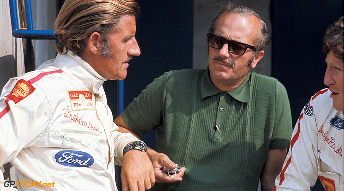 69IT-Lotus04 Graham Hill talks with Lotus team boss Colin Chapman and team mate Jochen Rindt  Rainer W. Schlegelmilch Monza Italy  1969 Italy Monza Formula 1 Lotus pits Hill, Graham Rindt, Jochen Chapman, Colin sunglasses