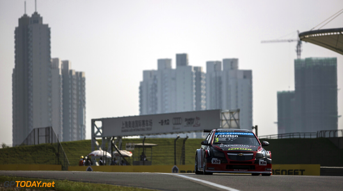 CHILTON Tom (gbr) Chevrolet Cruze team Roal motorsport action during the 2015 FIA WTCC World Touring Car Championship race at Shangai from September 25 to 27th 2015, China. Photo Antonin Grenier/ DPPI. AUTO - WTCC SHANGHAI 2015 Antonin Grenier Shanghai Chine  Auto CHAMPIONNAT DU MONDE CHINE COURSE FIA Motorsport SEPTEMBER SEPTEMBRE WTCC circuit tourisme
