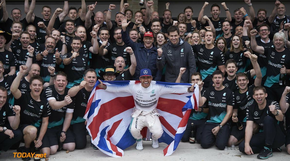 Mercedes huldigt kampioenen met Stars & Cars