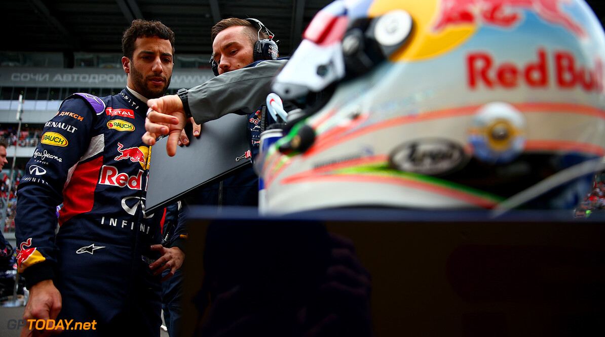 SOCHI, RUSSIA - OCTOBER 11:  Daniel Ricciardo of Australia and Infiniti Red Bull Racing speaks with his race engineer Simon Rennie on the grid before the Formula One Grand Prix of Russia at Sochi Autodrom on October 11, 2015 in Sochi, Russia.  (Photo by Dan Istitene/Getty Images) // Getty Images/Red Bull Content Pool // P-20151011-00212 // Usage for editorial use only // Please go to www.redbullcontentpool.com for further information. //  F1 Grand Prix of Russia Dan Istitene Sochi Russian Federation  P-20151011-00212