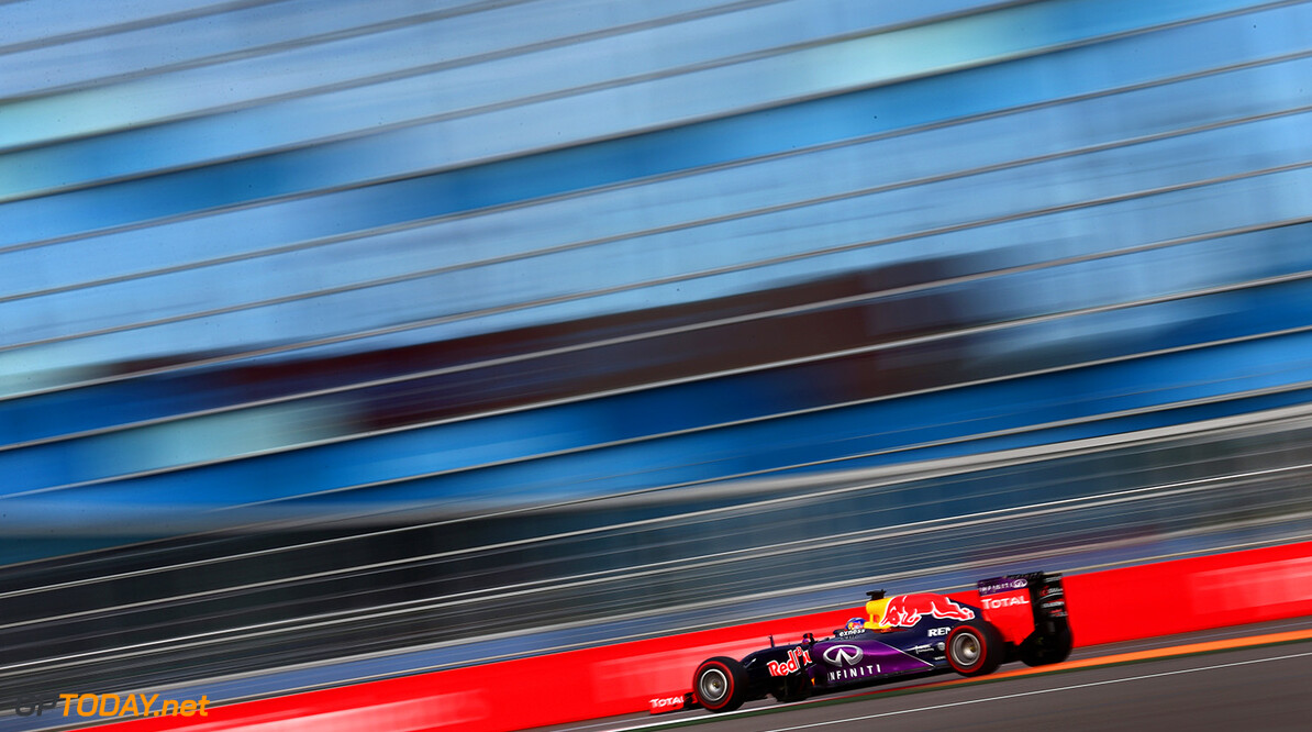 SOCHI, RUSSIA - OCTOBER 10:  Daniel Ricciardo of Australia and Infiniti Red Bull Racing drives during qualifying for the Formula One Grand Prix of Russia at Sochi Autodrom on October 10, 2015 in Sochi, Russia.  (Photo by Clive Mason/Getty Images) // Getty Images/Red Bull Content Pool // P-20151010-00260 // Usage for editorial use only // Please go to www.redbullcontentpool.com for further information. //  F1 Grand Prix of Russia - Qualifying Clive Mason Sochi Russian Federation  P-20151010-00260